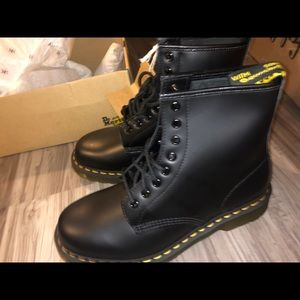 BRAND NEW doc martens size US 8